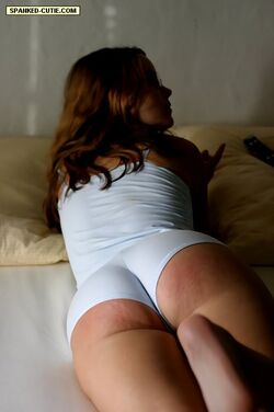 image She discovers her buttocks for me to download cum on them